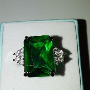 925 Silver Emerald gemstone ring size 10